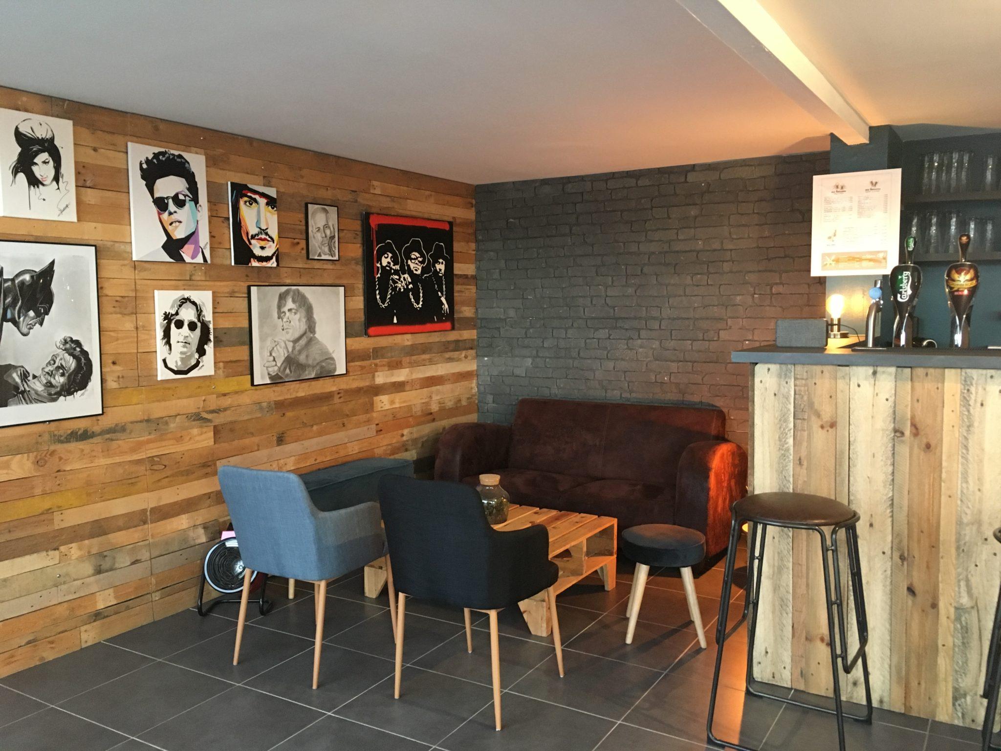 Le bar et le coin détente du Défouloir