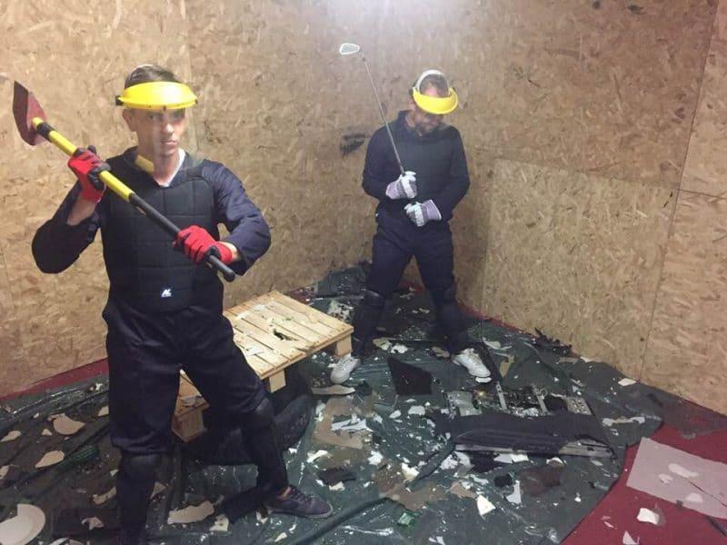 l'équipe de lill city crunch qui casse dans une des salles de casse du Défouloir